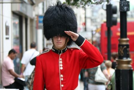 The Queen's Guard & Those Pesky Tourists | Pictures Around ...